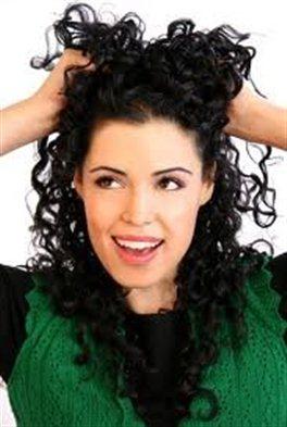 Как уложить волнистые волосы средней длины